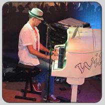 Piano-andy.jpg